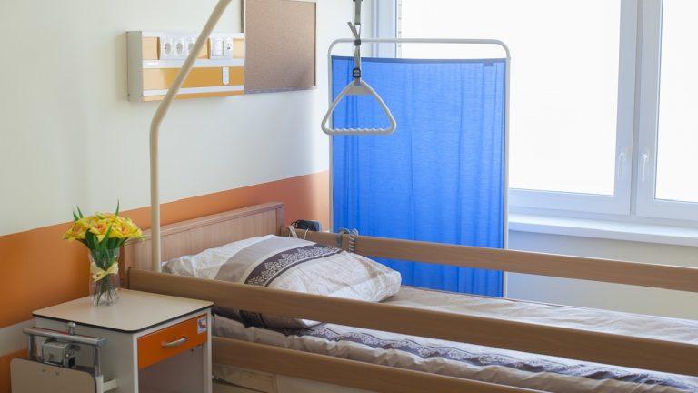 Łóżka rehabilitacyjne w asortymencie bezpłatnej wypożyczalni internetowej
